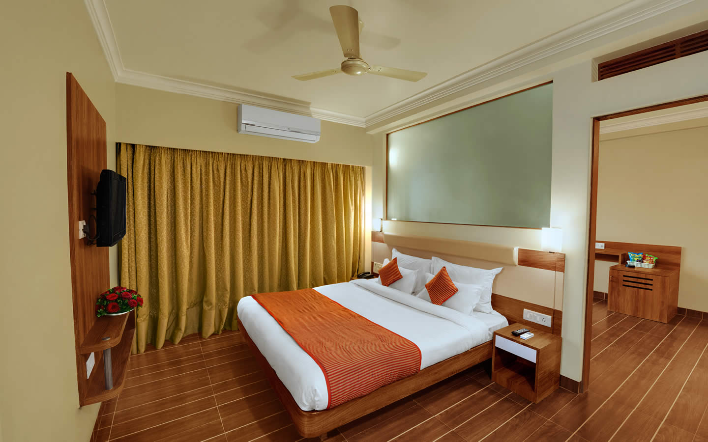 daiwik-hotel-shirdi-hotel-juiniour-suite-room